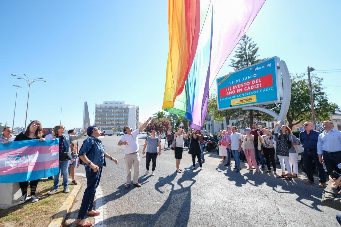 10062019-izado bandera orgullo LGTBI-025