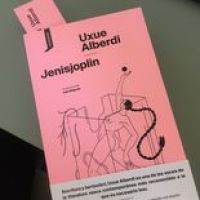 'Jenisjoplin', la última novela de Uxue Alberdi, llega al castellano